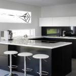 Mustvalge seinapilt kööki