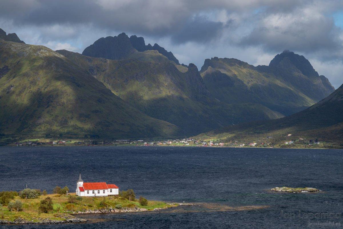 Kirik mägede ja fjordide vahel